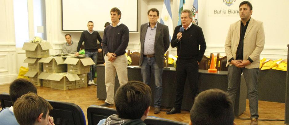 Liga de Baby Fútbol: el municipio entregó un kit deportivo a cada entidad participante